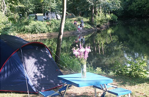 Camping la cabane for Cabane au fond du jardin laurent gerra